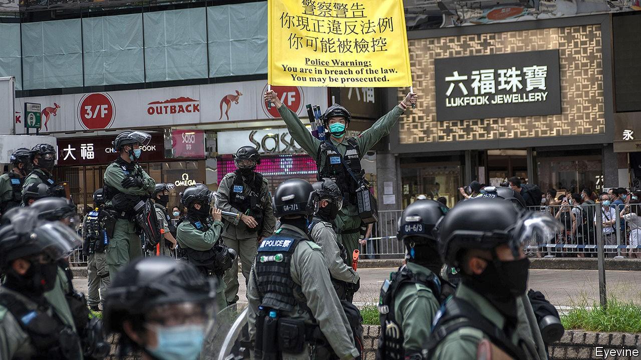 【經濟學人】Many Hong Kongers are considering emigration